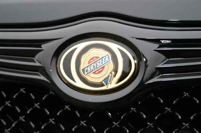 Chrysler Chrome Emblem Badge Mesh Bentley Grille Grill Trim