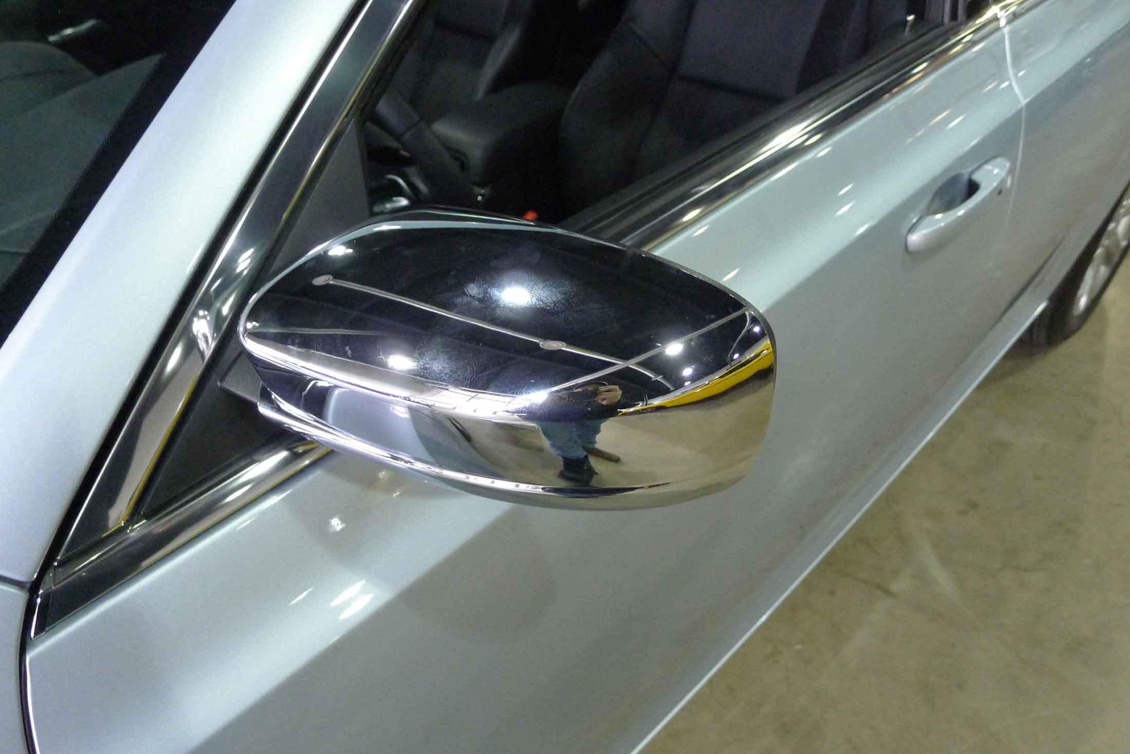 Close up of chrome mirror and handle covers on 2013 chrysler 300