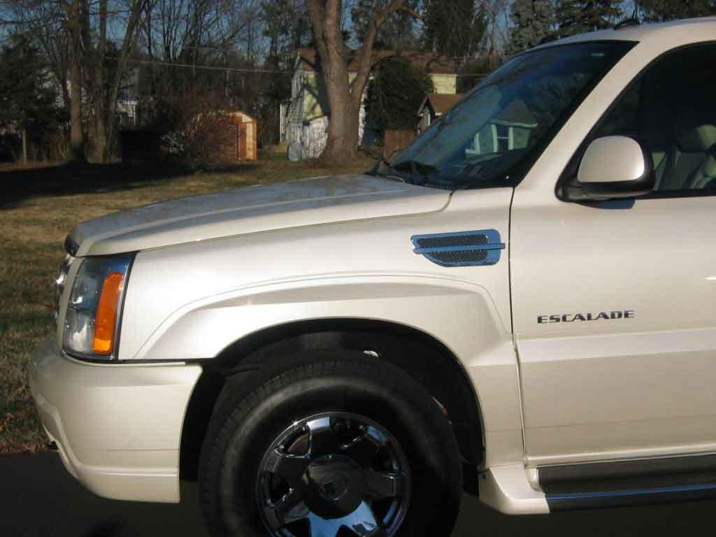 Chrysler 300 fender port holes #4