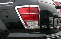 close up of jeep grand cherokee chrome tail light bezel trim